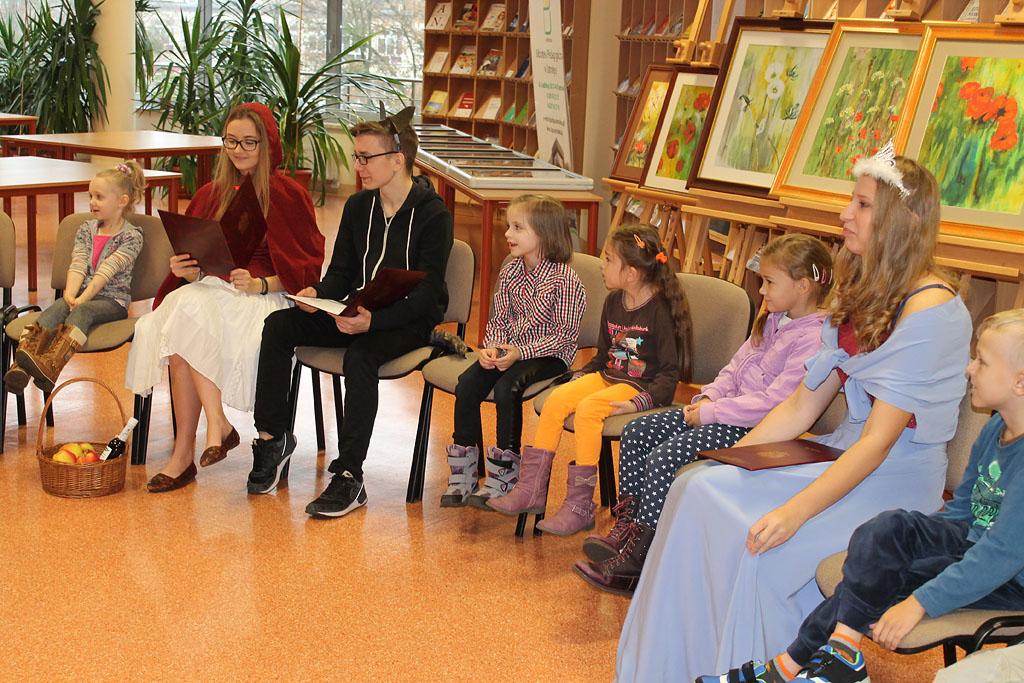 Artykuł: Dzień Postaci z Bajek w Bibliotece