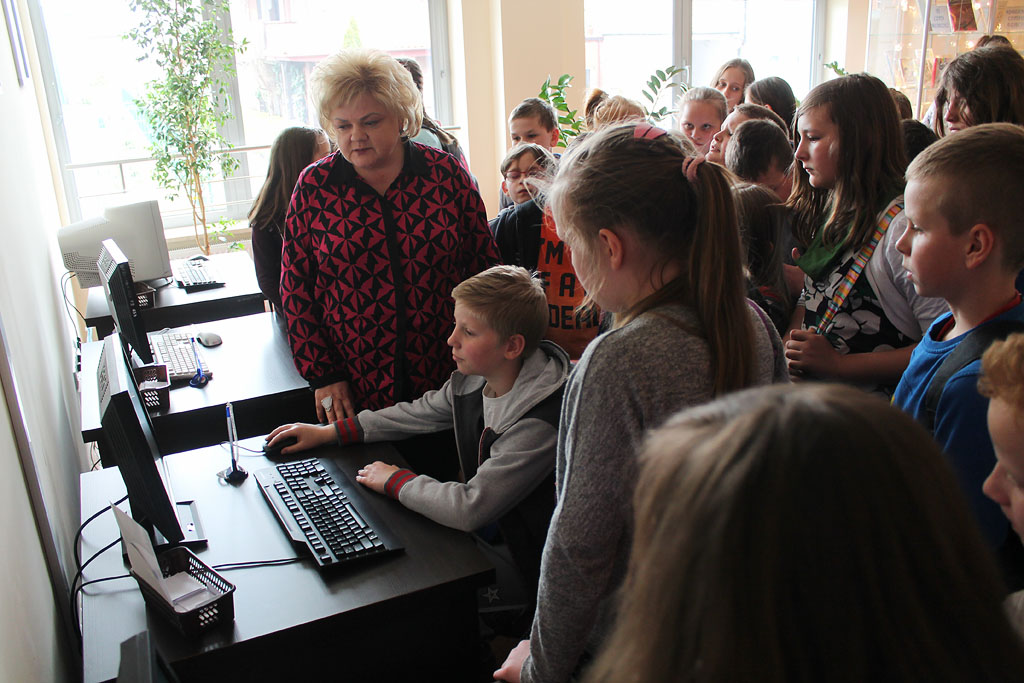 Artykuł: Uczniowie z Kunina z wizytą w bibliotece