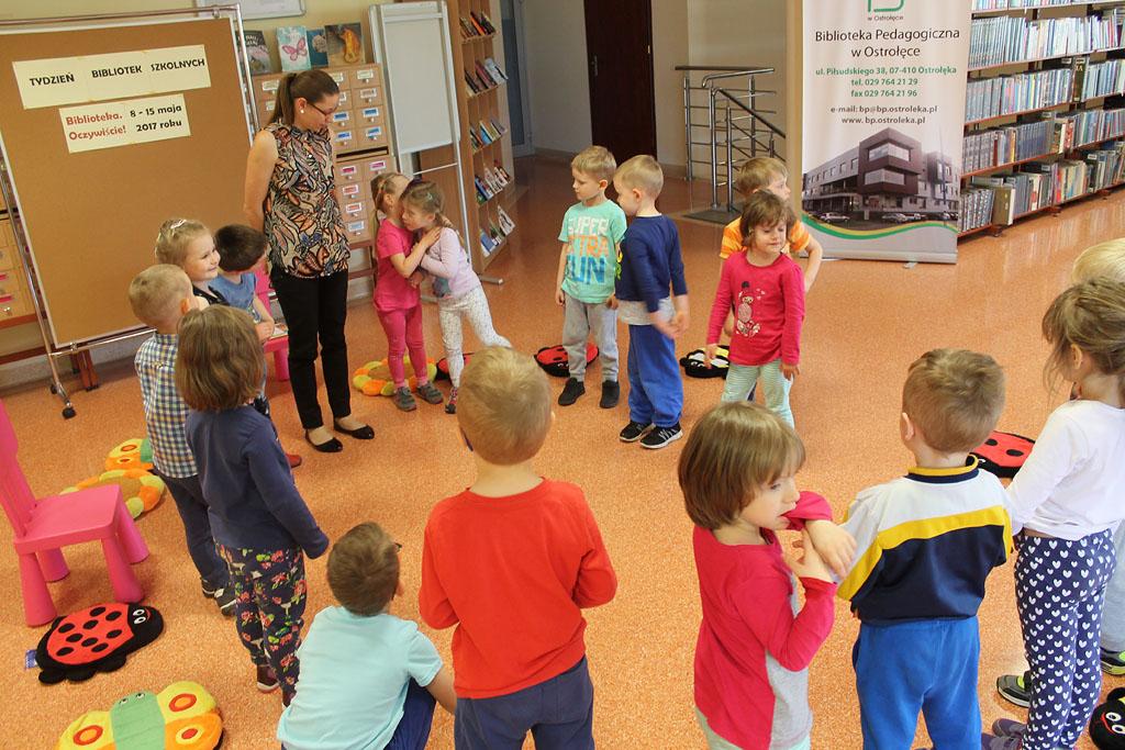 Artykuł: Przedszkolaki z 'Tęczowej Krainy' w Bibliotece Pedagogicznej