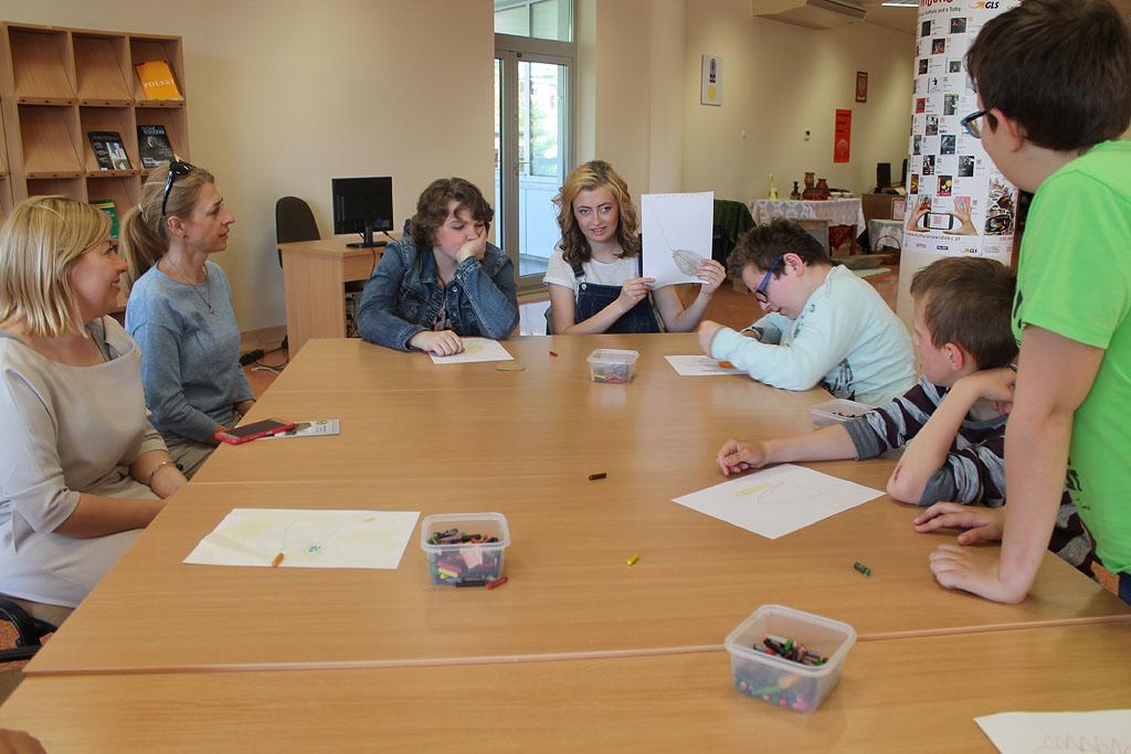 Artykuł: Podopieczni internatu  SOSW na zajęciach czytelniczych w bibliotece