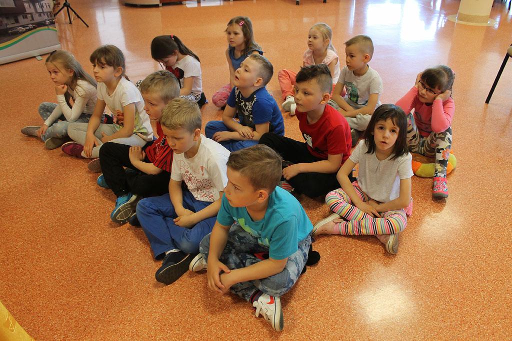 Artykuł: Przedszkolaki wysłuchały baśni pt. 'Brzydkie kaczątko'