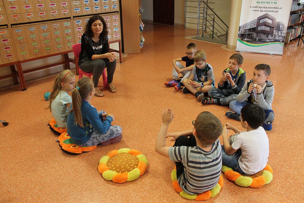 Artykuł: Uczniowie poznali książkę o czterech (nie)zwykłych miskach