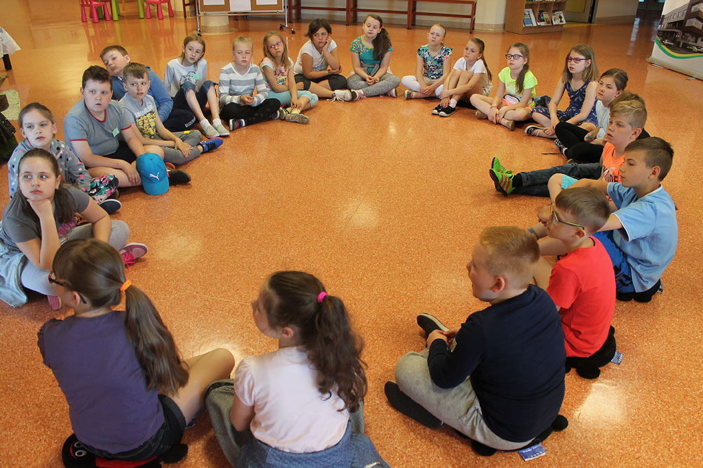 Artykuł: Uczniowie SP 1 na zajęciach czytelniczych w bibliotece