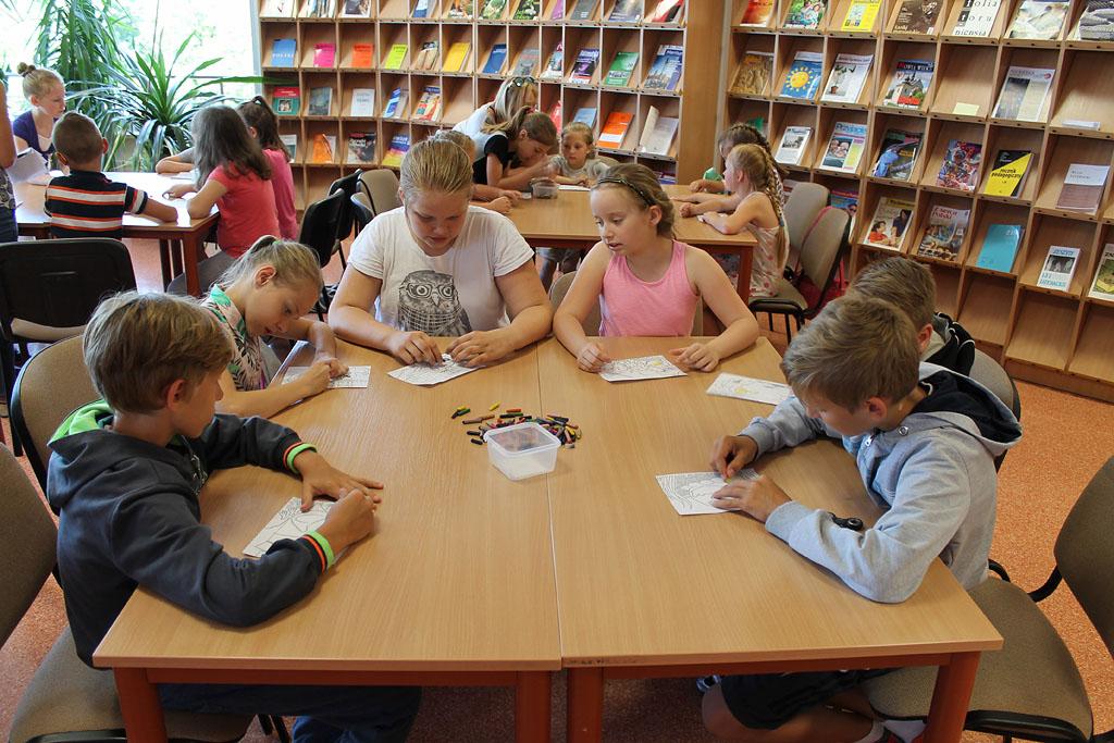 Artykuł: Dzieci z ostrołęckich świetlic ponownie odwiedziły bibliotekę